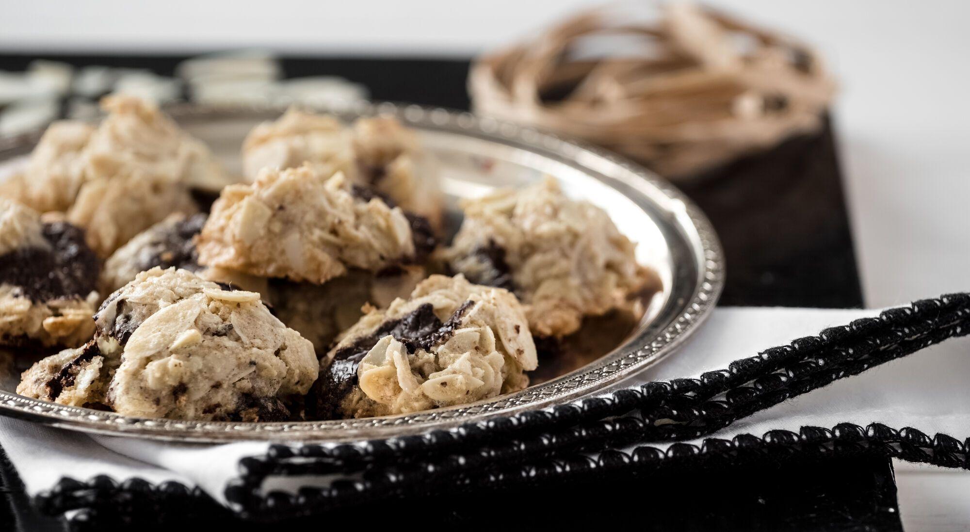 מתכון לפסח: עוגיות שקדים מדופדפים ושוקולד