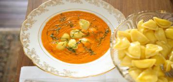 מתכונים לראש השנה: מרק עגבניות ורביולי גבינות