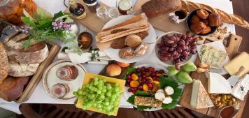 ספיישל שבועות: אירוח עם גבינות