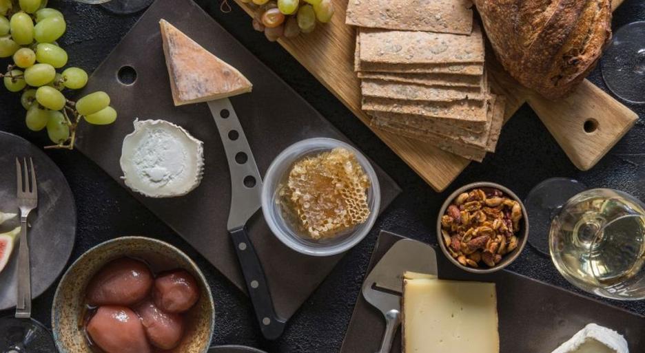ערב גבינות ויין בקליק אחד