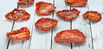 עגבניות אדומות קלויות