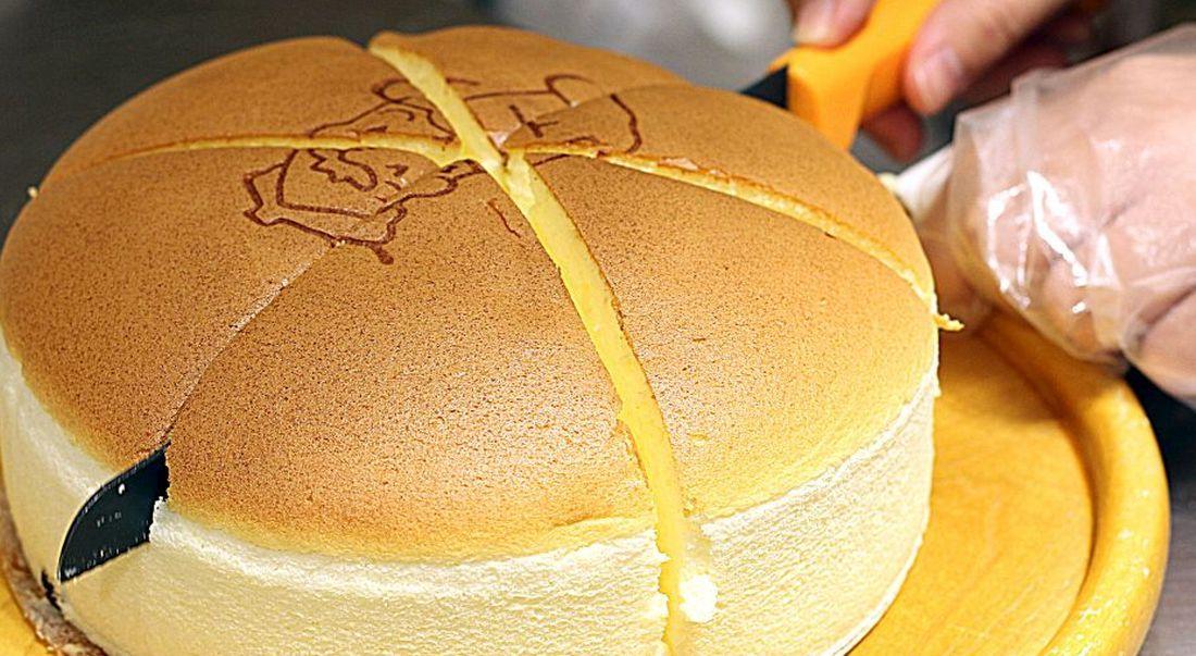 כמות הסוכר בעוגה קטנה, כך שאפשר להתמודד עם פרוסה גדולה