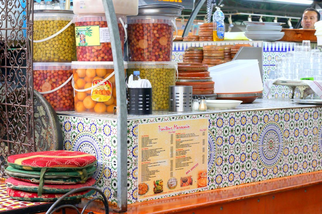 דוכן האוכל המרוקאי בשוק הילדים האדומים