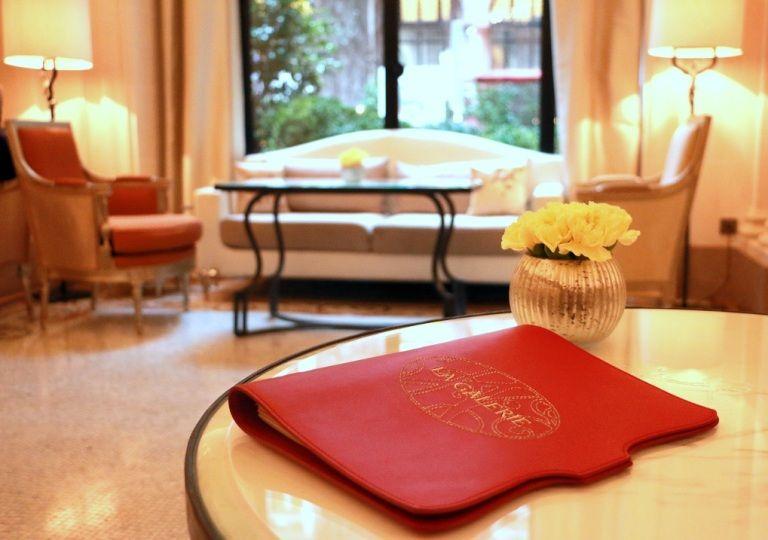 הפטיסרי המפורסמת במלון פלאזה אתנה, בחתימתו של השף פטיסייר הנחשב, כריסטוף מישלאק. צילום: שרון היינריך