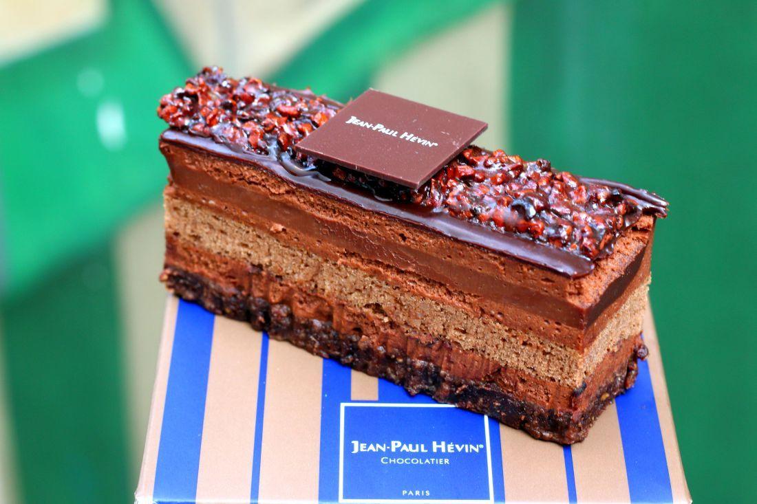 לונשאן - דקוואז אגוזי לוז, מוס פרלינה ומרנג צרפתי, וחיפוי שוקולד עם שבבי שקדים קלויים