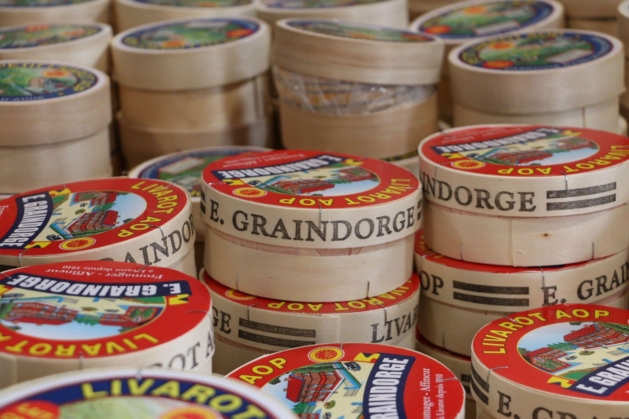 גלילי הליבארו ארוזים כל אחד בקופסת עץ עדינה