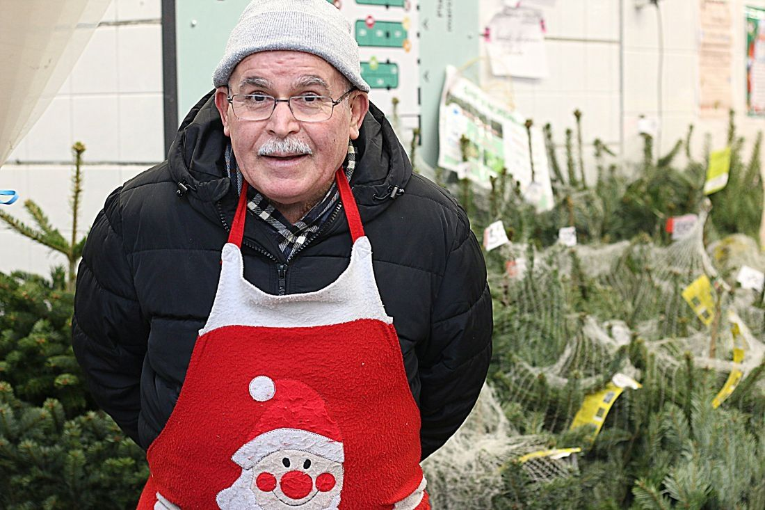 מכירת עצי מולד בפריז