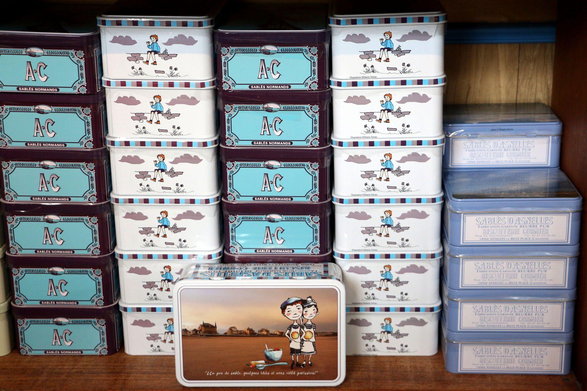 את עוגיות החמאה של Les Sables D'asnelles אפשר לקנות ביחידות או בקופסאות פח משגעות