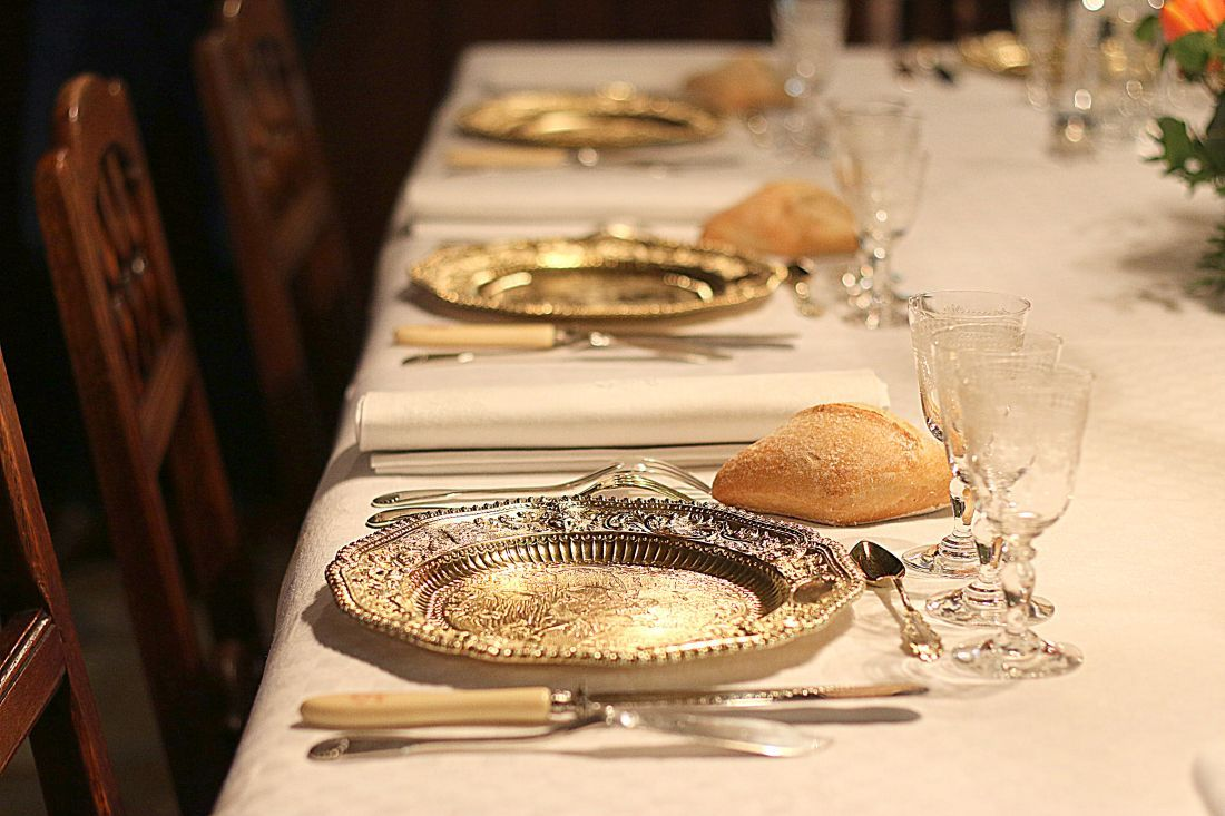 שולחן ערוך לארוחה בבית מאזה במונטרג'י
