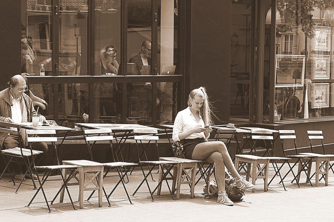על כיסא בכיכר טרטר, מונמרטר