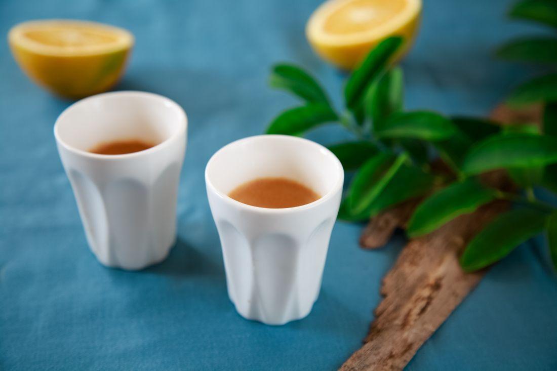 עם כוס קפה או תה מהביל ועוגת תפוזים, הסודות נחשפים