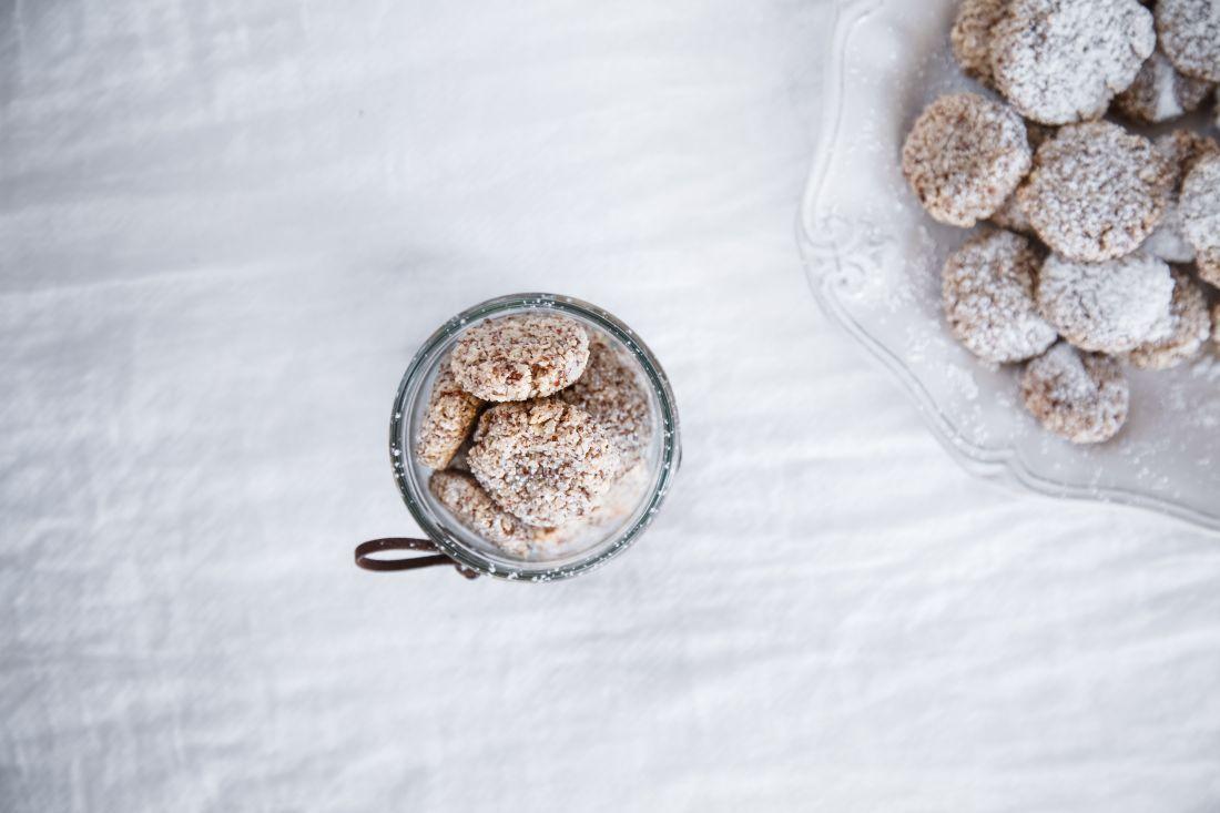 אמרטי. לפזר אבקת סוכר לפני ההגשה