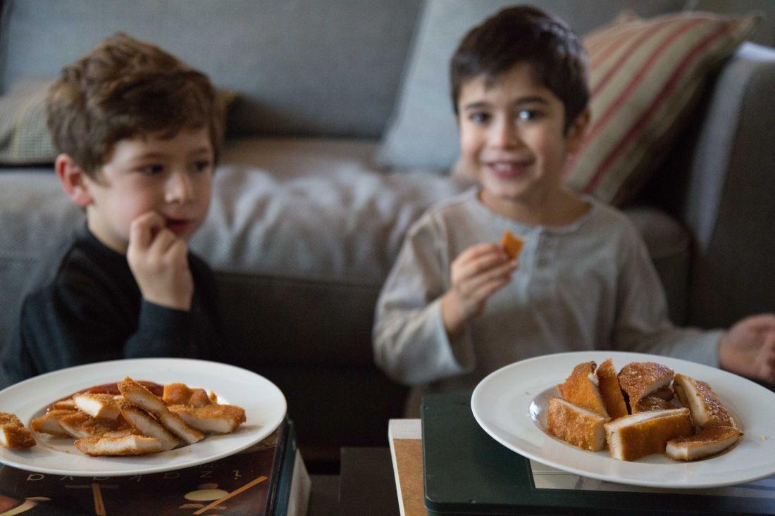 לך תבשל גורמה כשהילדים צריכים בסך הכל סנדוויץ' לבית-הספר, לחטוף משהו בדרך ממנו אל החוגים או שהם סתם בגיל שבו רואים בשניצל ופתיתים את פסגת הקולינאריה...