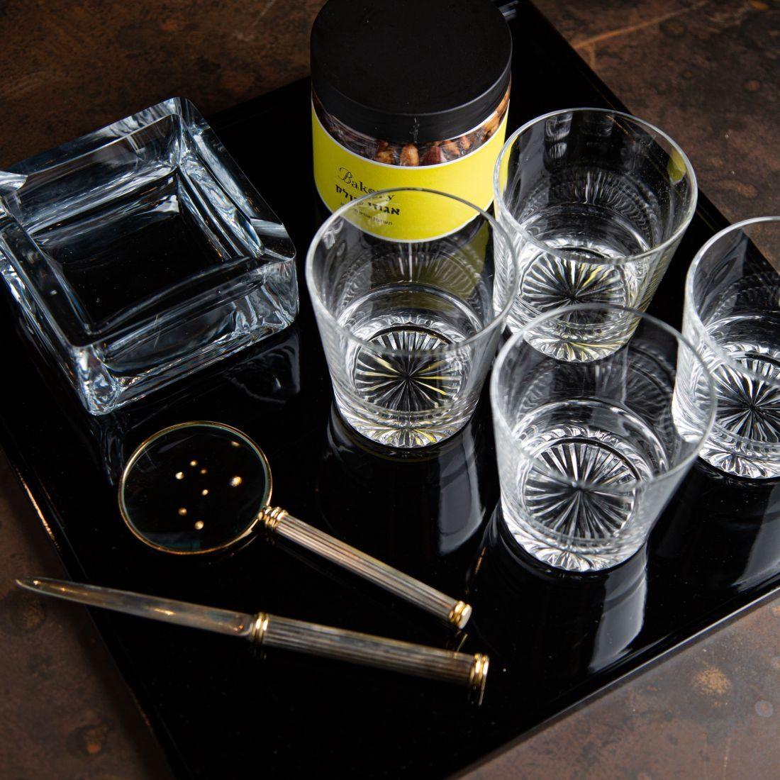 מארז מד מן - זכוכית מגדלת ופותח מכתבים וינטג', 4 כוסות ויסקי, מאפרת זכוכית ואגוזי פולק.