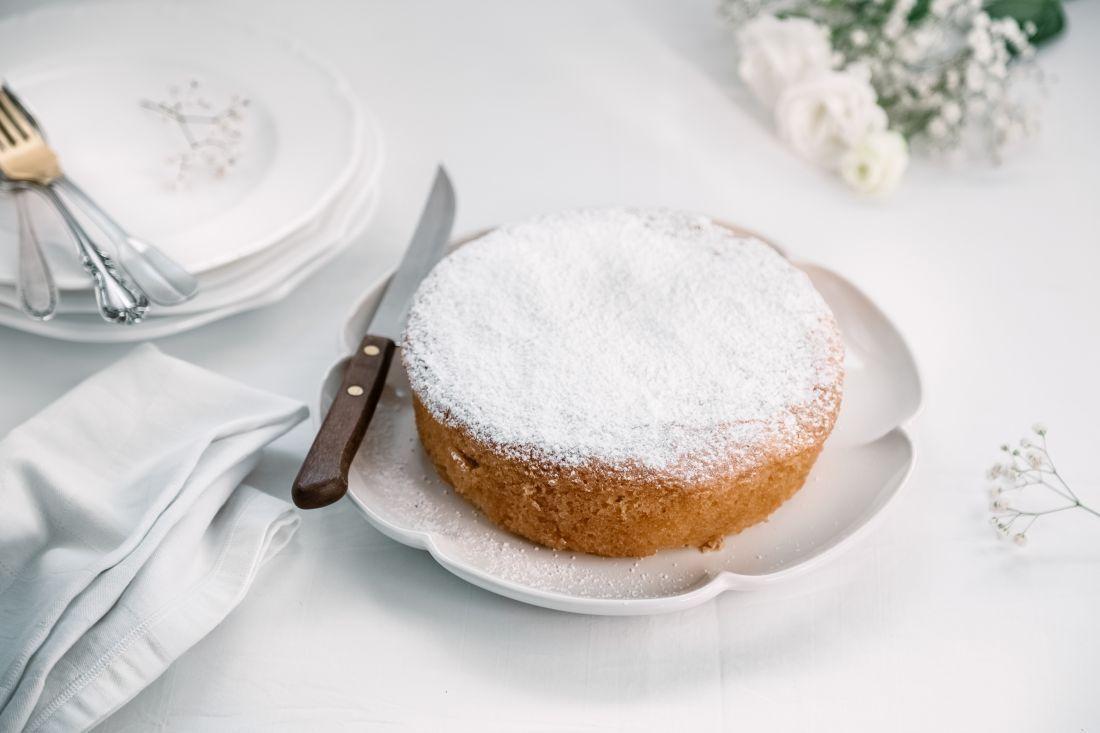 מפזרים מעל אבקת סוכר