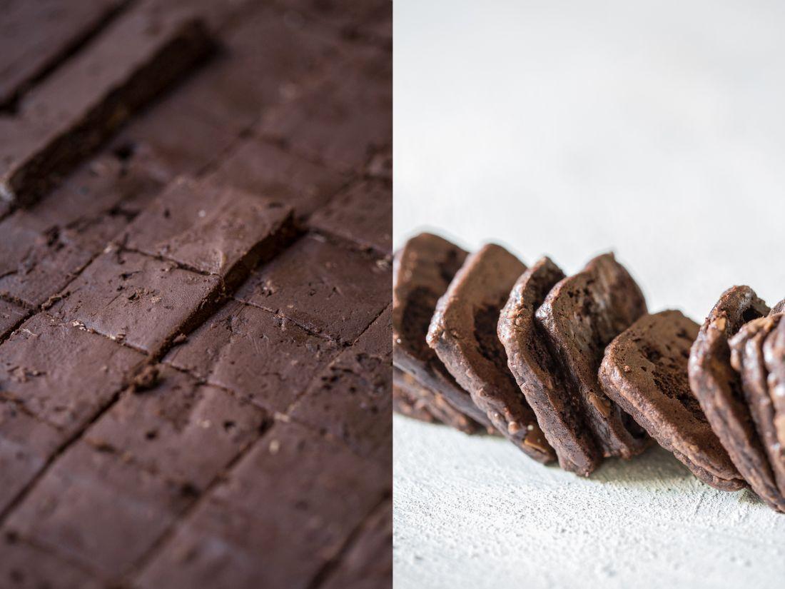 אופים כ-10 דקות בתנור שחומם מראש ל-160 מעלות. בסיום האפייה, העוגיות עדיין רכות במרכזן. נותנים להן להתקרר לפני שמנתקים אותן מהתבנית.
