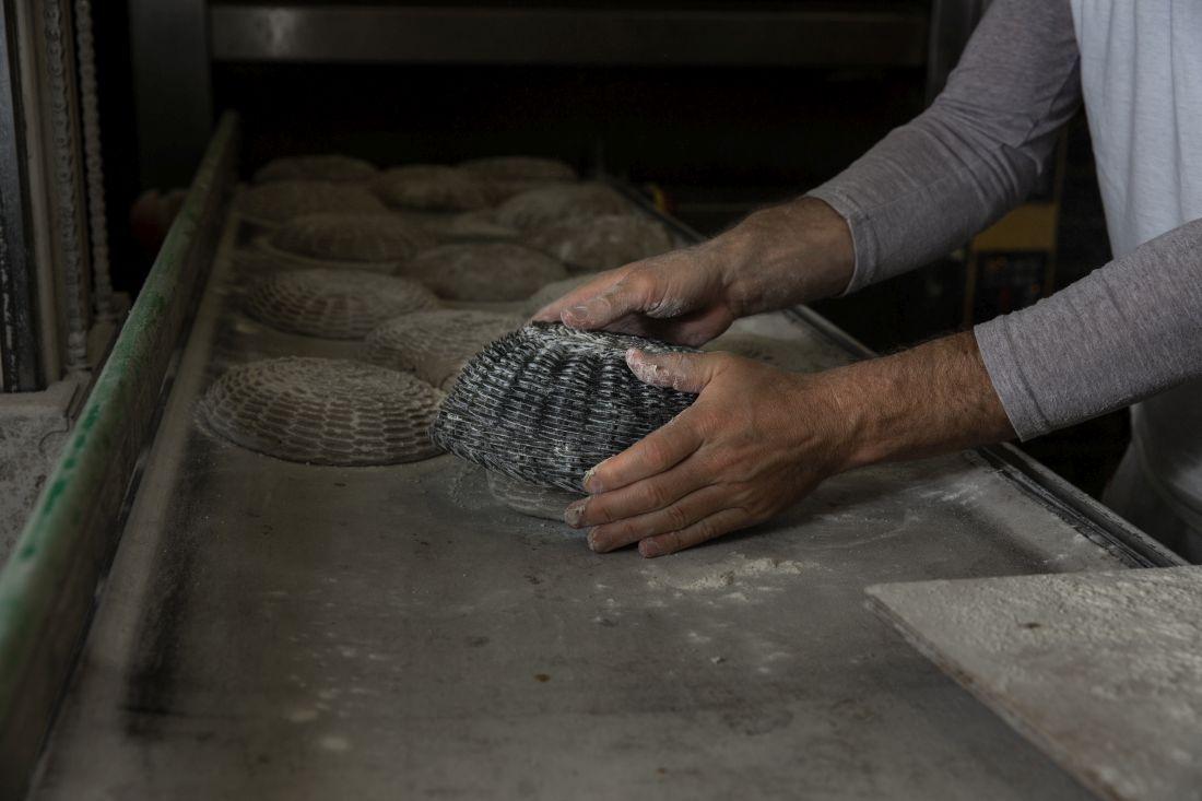לחם מחמצת שיפון 90% עם מרקם דחוס ומעט קריספי