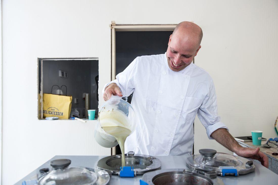 מכינים גלידת פיסטוק