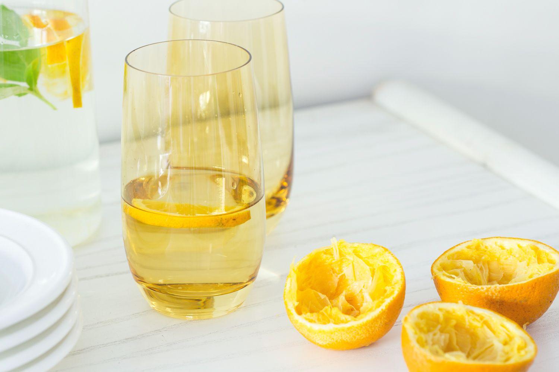 מערבבים את השמנת ומיץ התפוזים