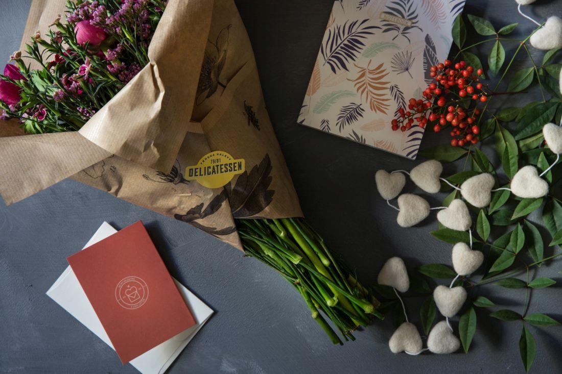 פרחים וניירות מכתבים מהדליקטסן