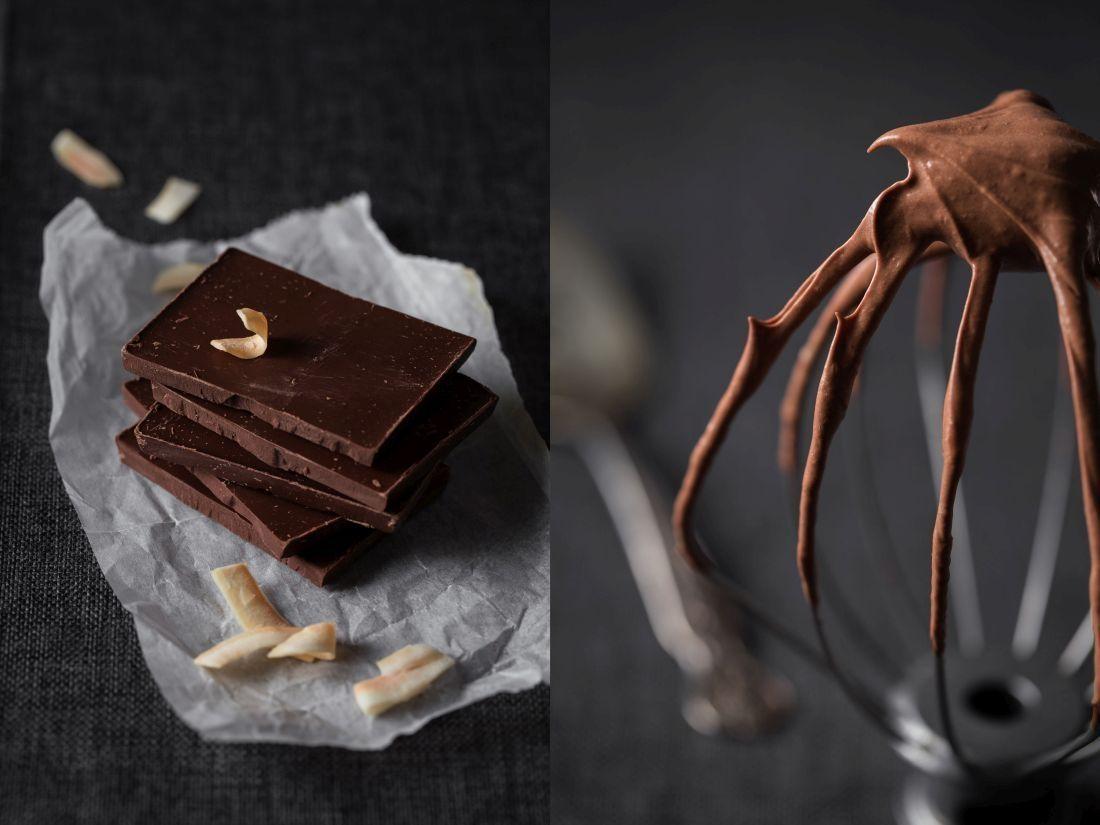 מקציפים עד שמתקבל מוס שוקולד בגוון בהיר ובמרקם אוורירי