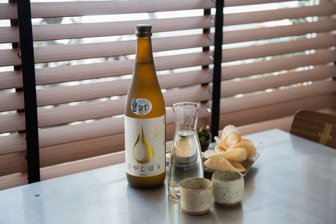סאקה ברמת דאיגינג'ו, עם שיוף האורז ל50% מגודלו. עשיר ומלא טעם, עם מתיקות קלה ומרקם מלא בפה.