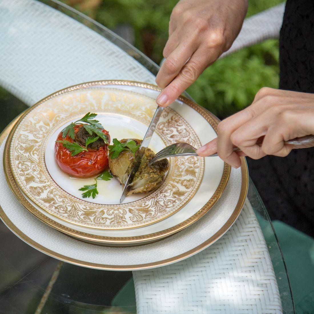 פטיט פארסי - עגבניות, בצל וזוקיני ממולאים בעשבי תיבול ופירורי לחם