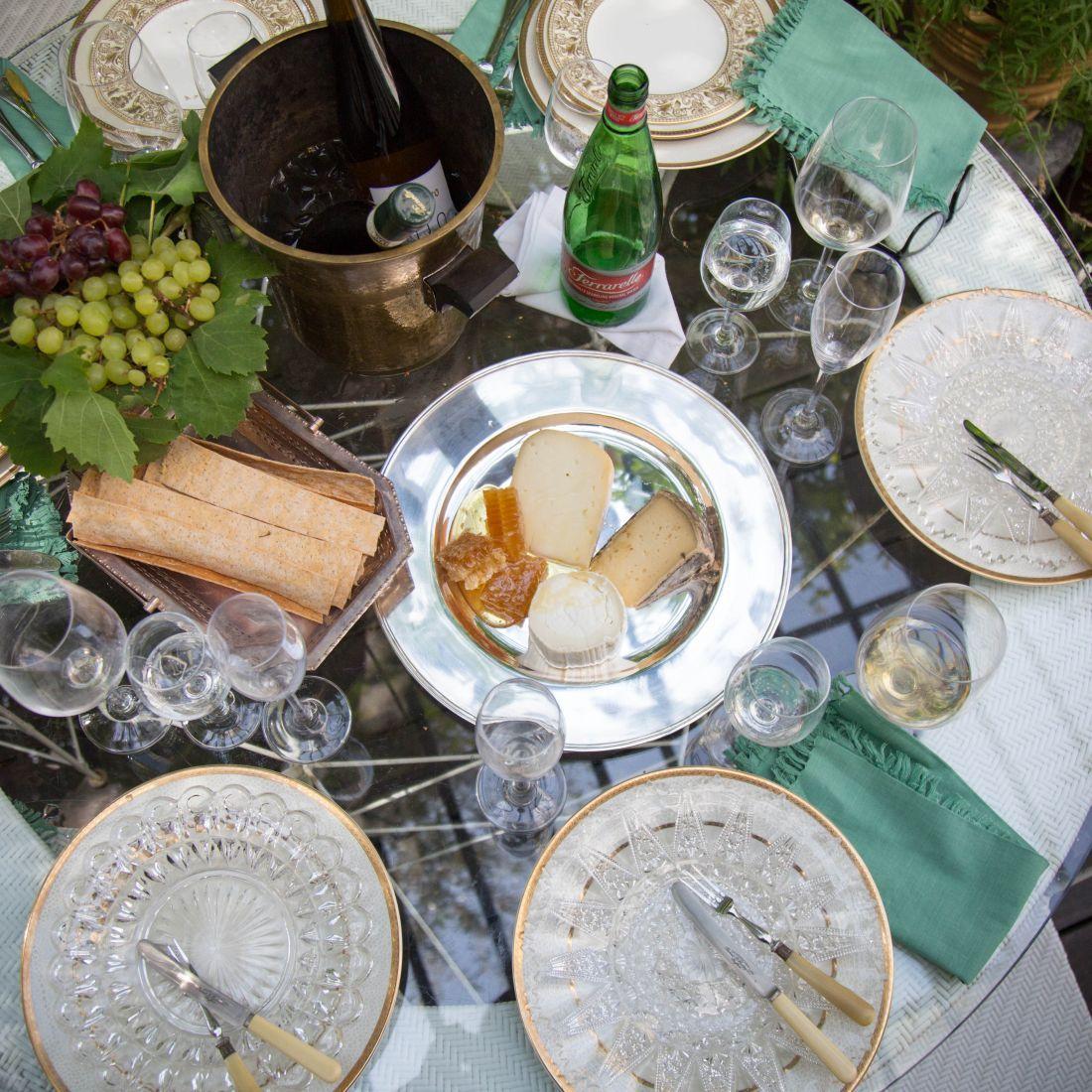 צלחת גבינות, חלת דבש וקרקרים