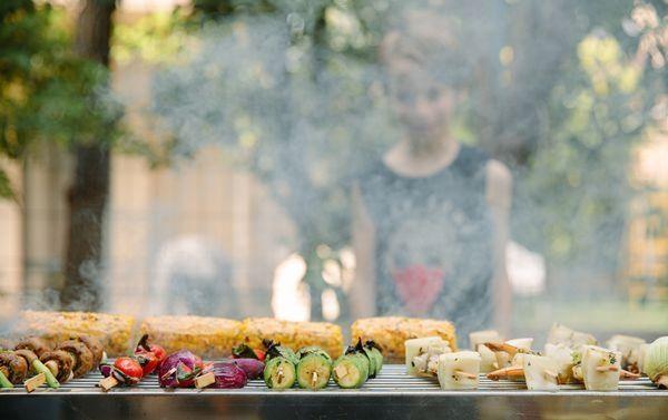 שיפודי ירקות ותירס צלוי