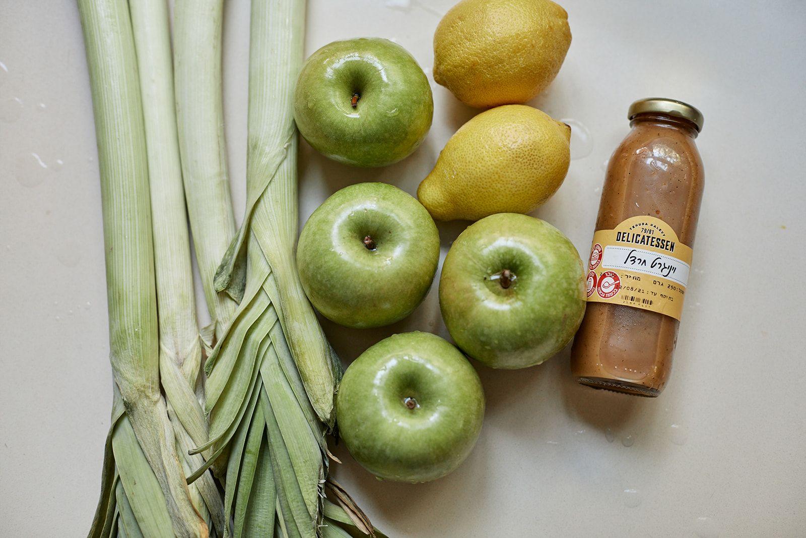 דליקטסן - מתכון לכרישה מאודה ותפוחים בוינגרט חרדל ב-8 מרכיבים