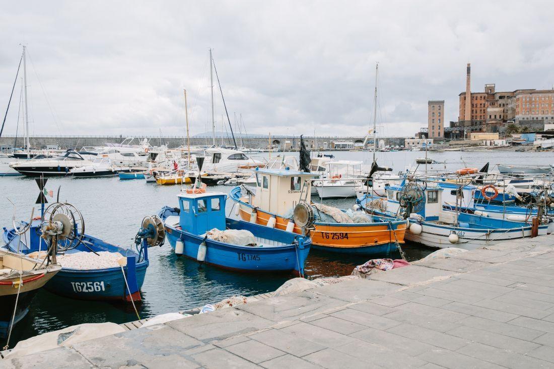 נמל הדייגים של ארקולנו. למסעדות נסו להגיע מוקדם