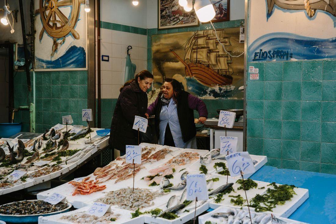 דוכן דגים בשוק בנאפולי 2