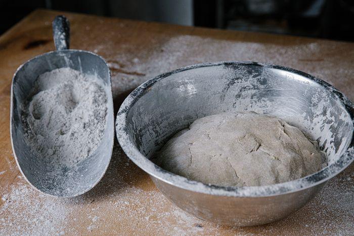 לחם מחמצת שיפון - אחרי לישה מתקבל בצק